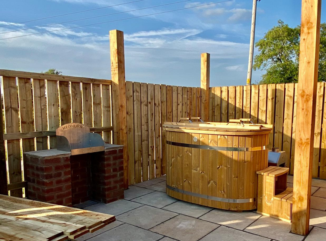 willow hot tub and bbq